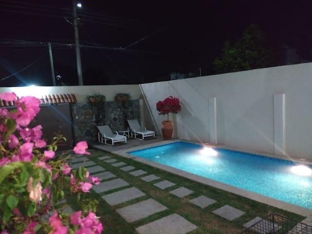 Alberca  climatizada jardín azador ven y relajate