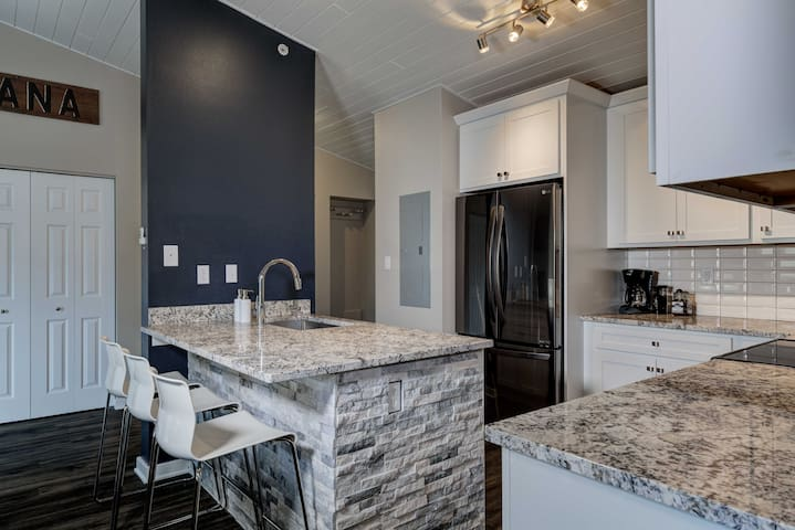 Centrally Located and Remodeled Town Center Condo