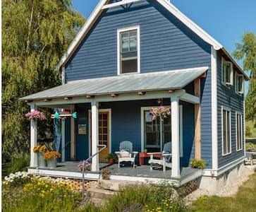 Colorful Cottage in Empire, MI Sleeping Bear Dunes