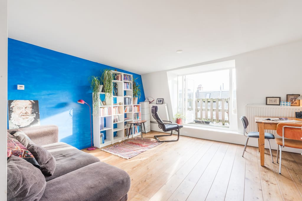 Comfortable livingroom with open kitchen.