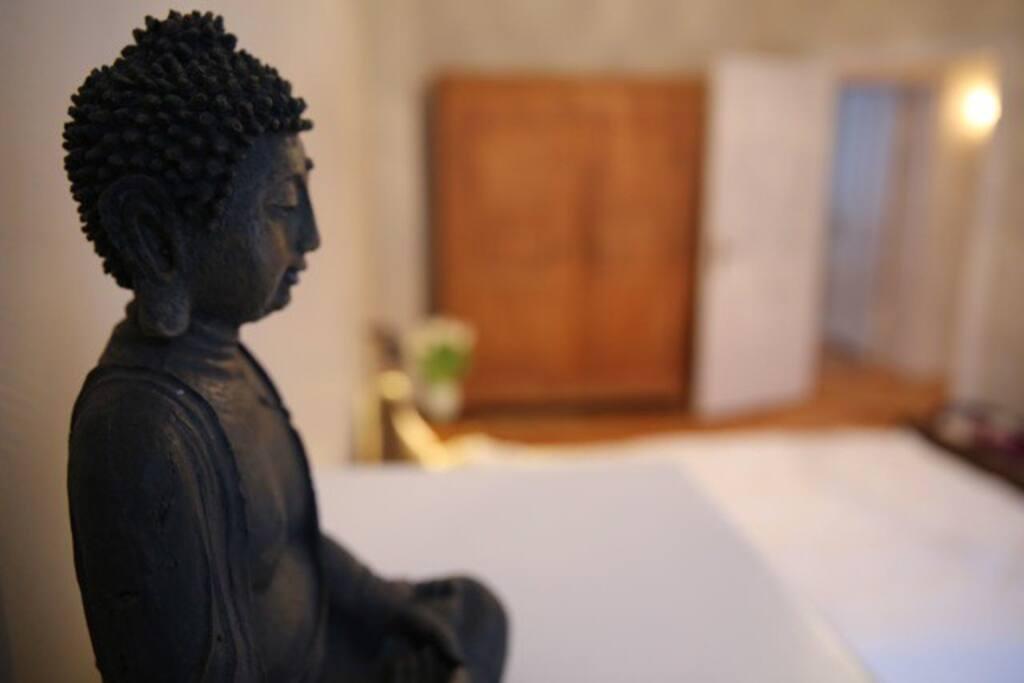 Schlafzimmer mit Buddha