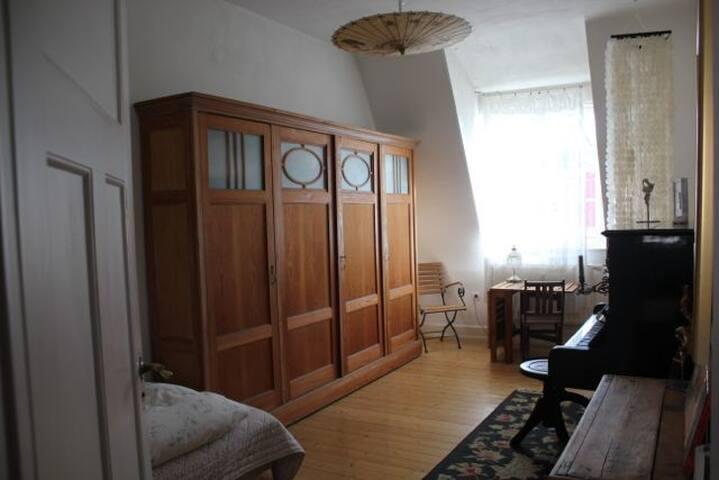 Ruhiges  Zimmer mit  Klavier - Karlsruhe - Lägenhet