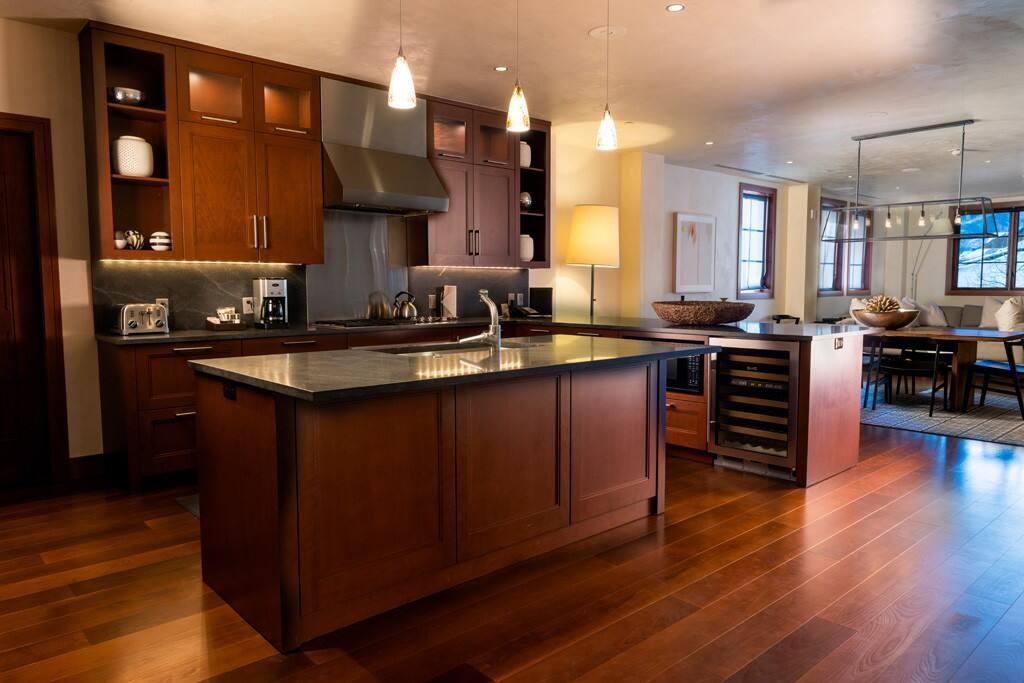 Kitchen. 5 star, Viking appliances.