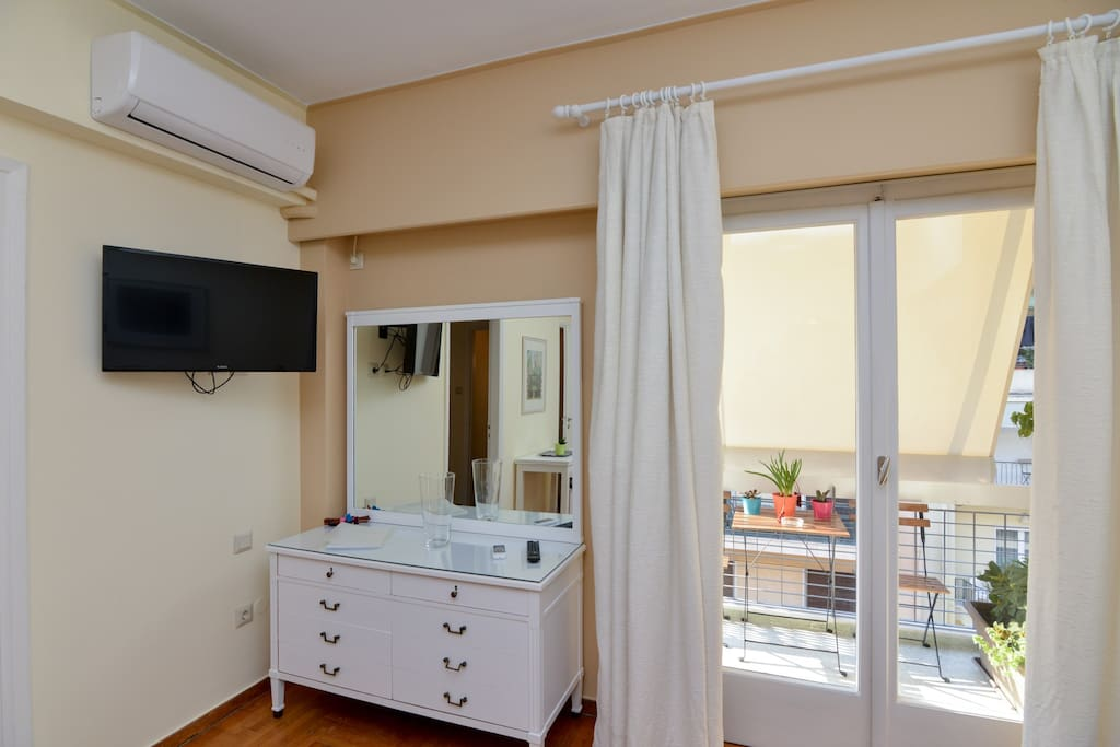 Just 5 minutes walking from metro stop Victoria
