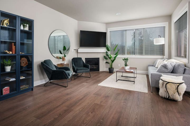 New Southeast Portland Construction, Bright Open Floor Plan, Foosball Table, Next to MAX Station