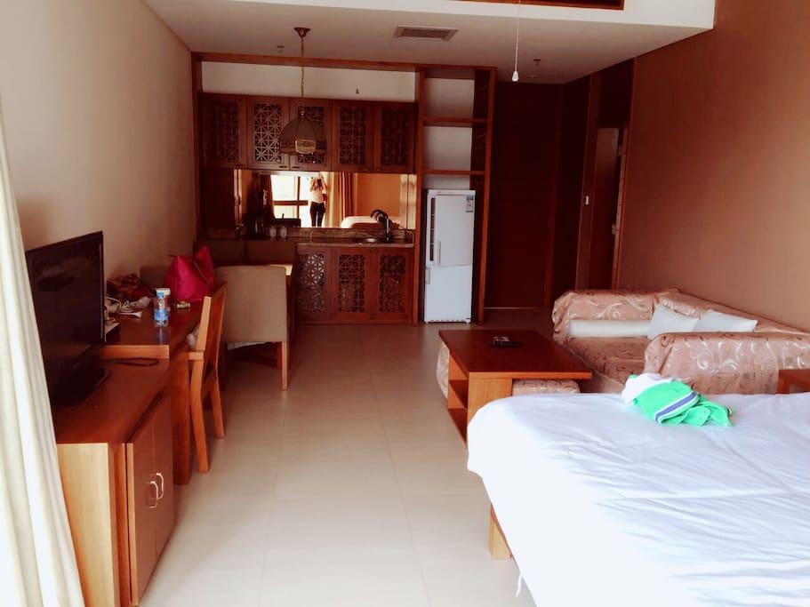 房间宽敞明亮 The room is very spacious and bright