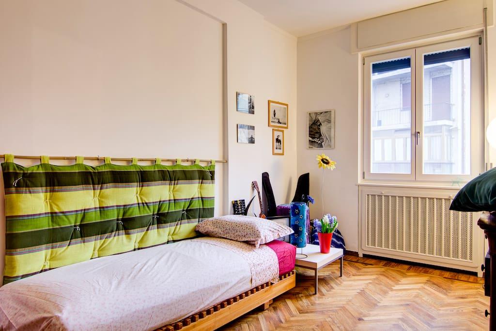 Habitacion con cama sencilla doble apartamentos en for Cama sencilla