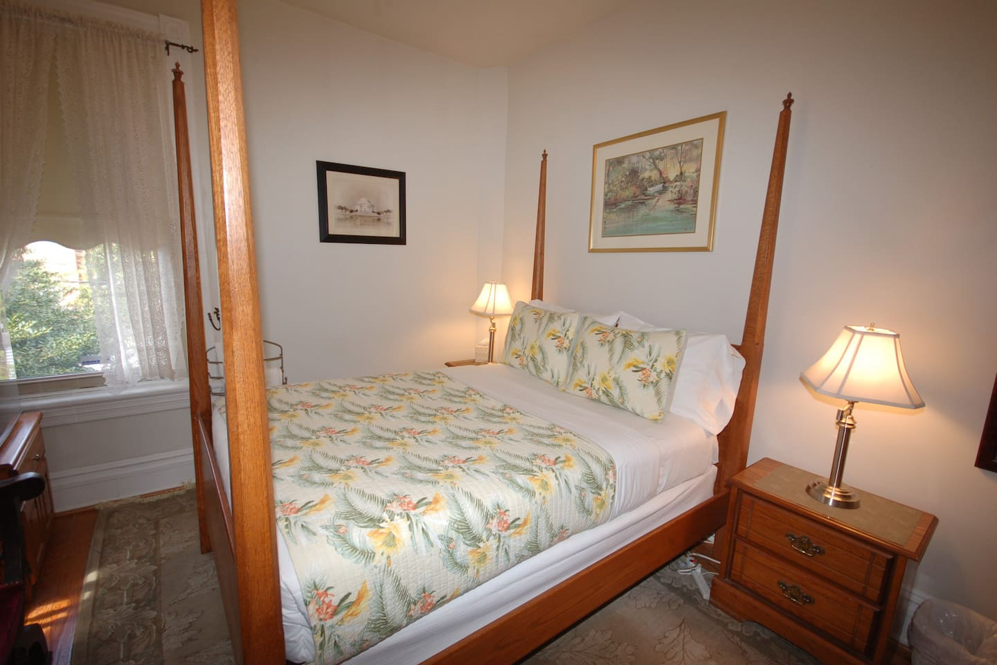 Pembroke Room at Cardozo Guesthouse - bright and welcoming