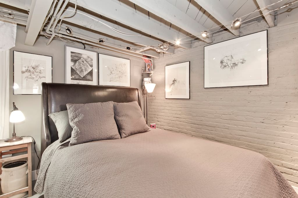 funky new york style loft apartment apartments for rent in washington district of columbia. Black Bedroom Furniture Sets. Home Design Ideas