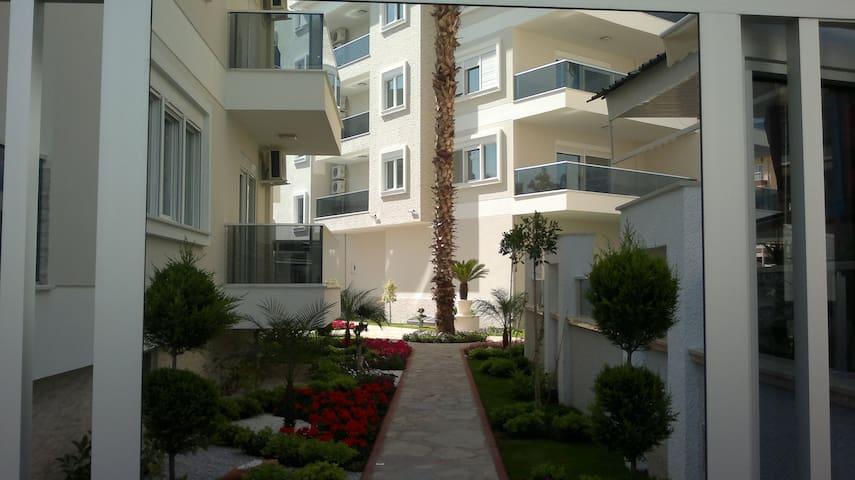 Cozy 2-bedroom apartment, beach