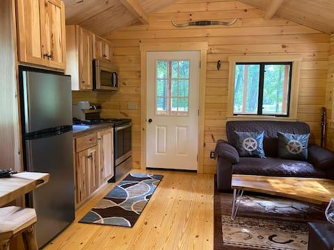 Cabaña de madera escondite en primavera país WiFi - TV