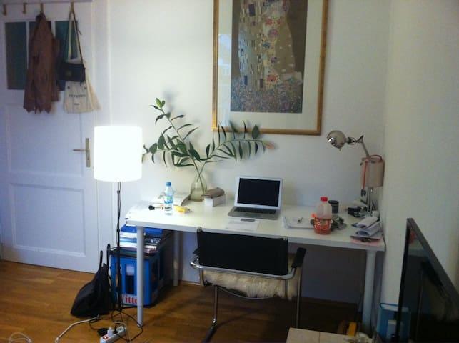 Traumhaft schönes Zimmer in Altbauwohnung in Bilk - Düsseldorf - Huoneisto