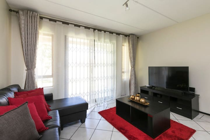 Kyalami 2bed 2bath.6min to Mall of Africa.Wifi.