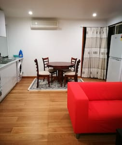 Convenient unit on Wallace Road Wantirna South. - Wantirna South - Daire