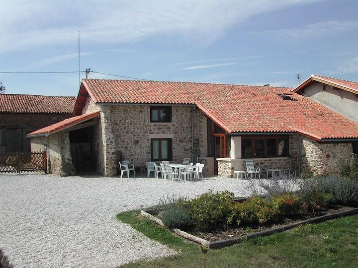 Maisons de vacances 15-20 pers/Dordogne/piscine