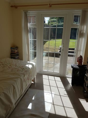 Private room with private shower/wc in London - Pinner