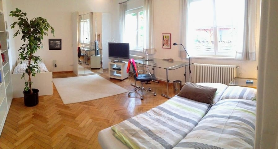 Spacious room, centrally, garden