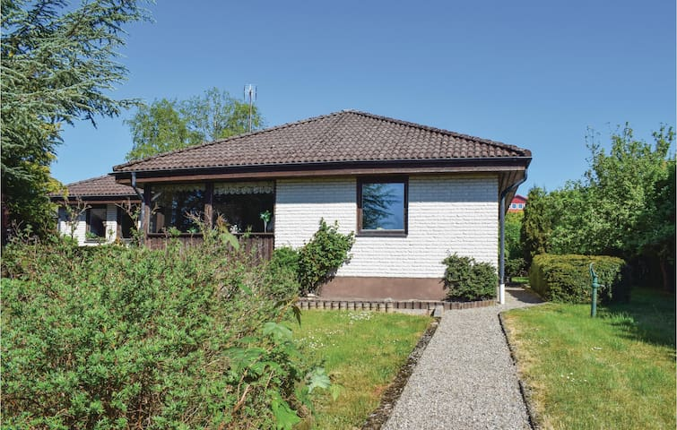 Holiday cottage with 4 bedrooms on 150m² in Borrby