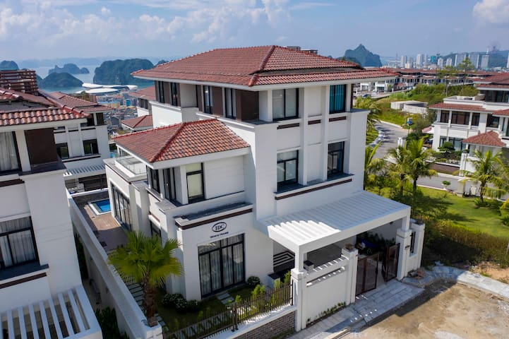 5 Bedrooms FLC Halong Golf & Resort