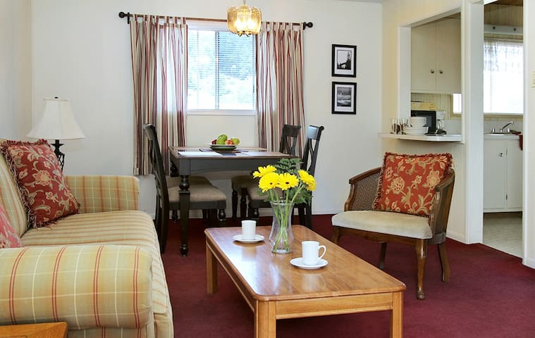 5 - Guthrie Creek Suite - Redwood Suites