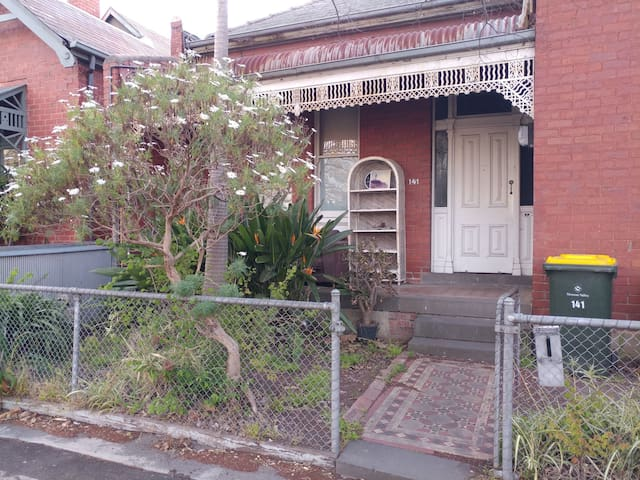 Guest house 20mins from Melbourne CBD