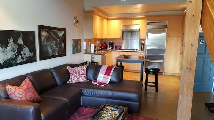Cool Loft in the center of Orenco Station