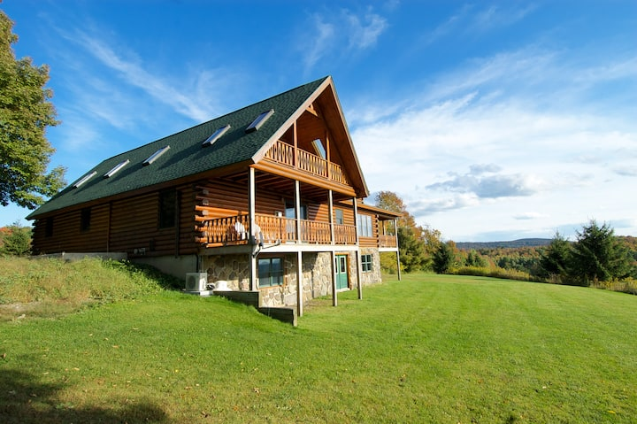 Eagle's Lookout- Private Log Home, AC, 4 Bedrooms, 3 Baths, 50 Beautiful Acres, 2 Huge Ponds, Kayaks, Bald Eagles, 6 Miles to Cooperstown