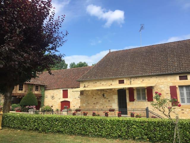 Maison Périgourdine «À la maison fleurie»