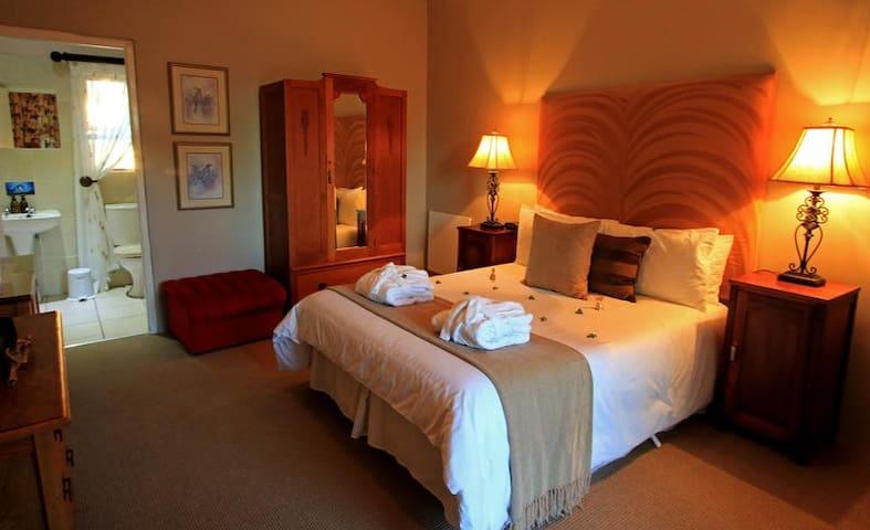 Queen Room photo 1