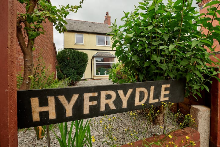 Stunning 3 Bed House in Mold, for Keyworkers