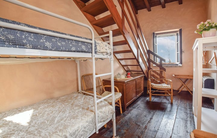 Cozy bedroom near lake Garda