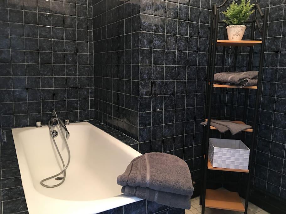 """Salle de bain privative de la   """"chambre style Normand"""""""