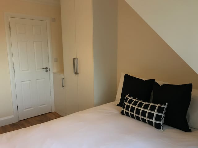 London Heathrow Airport Rooms L.L 2 by C&P