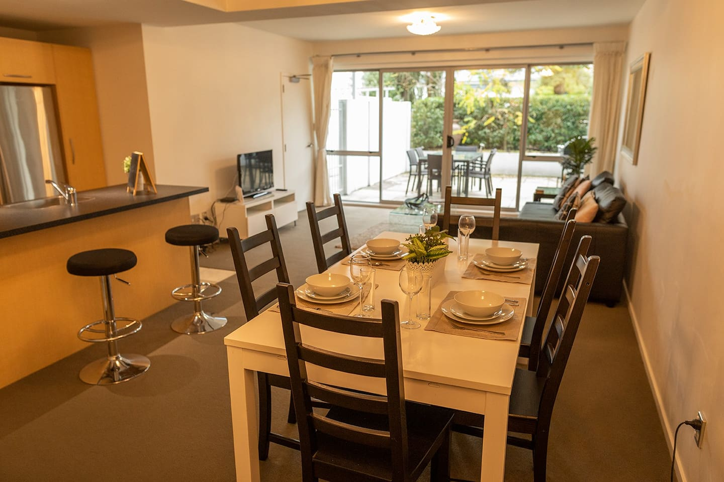 Warm spacious apartment with great indoor/outdoor flow