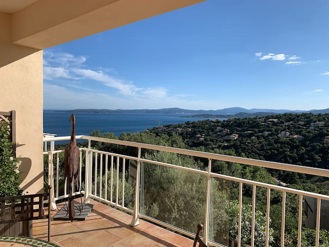 Villa familiale vue mer panoramique avec piscine