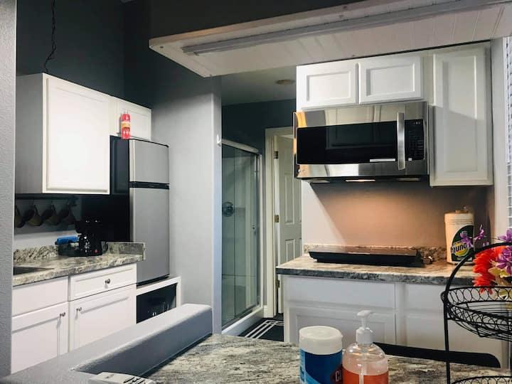 Unique!! Own Private Kitchen Master Studio Suite