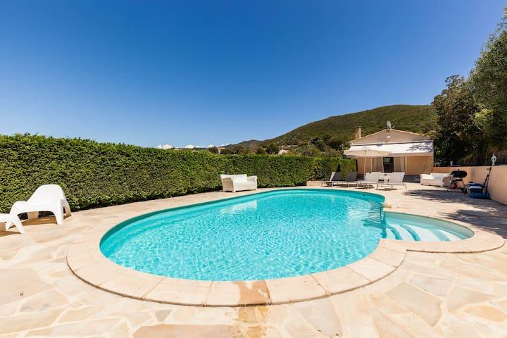Villa piscine vue golfe d' Ajaccio