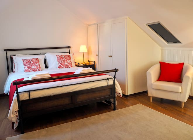 Um quarto confortável para você relaxar | A cozy room for you relax