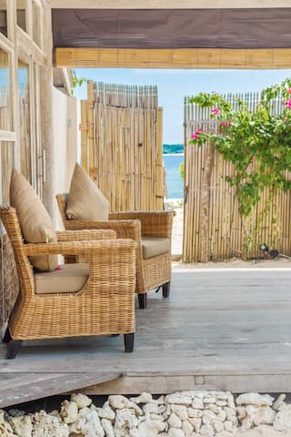 Promo!! Perfect Beachfront 2Bdr Villa Gili Meno