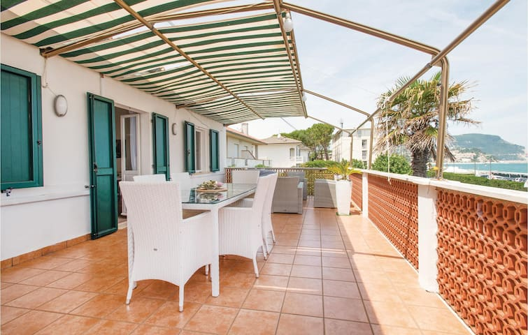 Holiday apartment with 2 bedrooms on 78m² in Marcelli di Numana AN