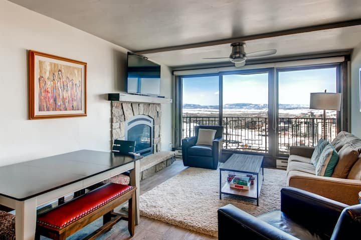 Mountain View Ski Condo w/ a Fireplace, Balcony, Shared Pool, & Hot Tubs!