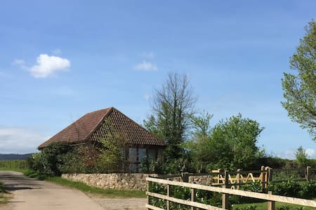 Detached barn with glorious views, peace and quiet - Fiddington - บ้านพักตากอากาศ