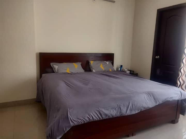 Comfy & Convenient Stay In High Rise Tower