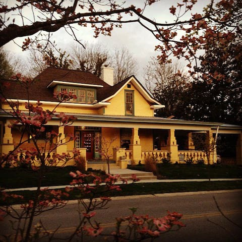 Historic Charmer - Entire Home - Cookeville - House
