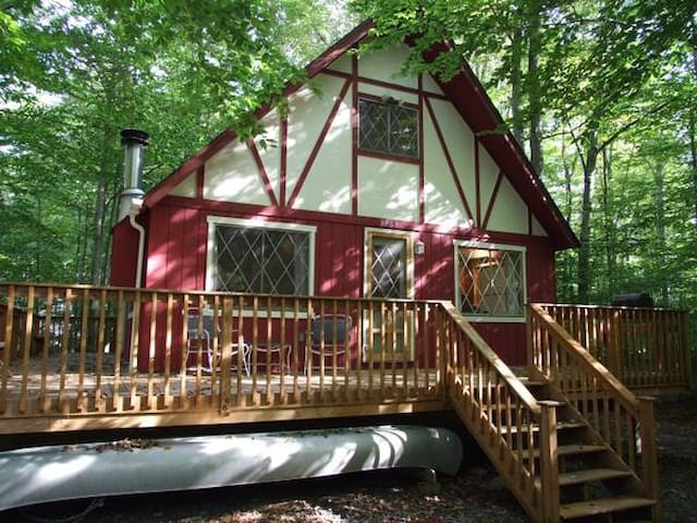 Cozy & charming Pocono lake cabin. - Pocono Lake - Cabaña