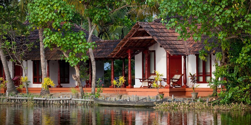 Backwater Facing Rooms - Kodamthuruth - กระท่อม