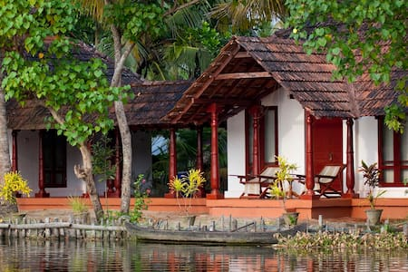 Backwater Facing Rooms - Kodamthuruth
