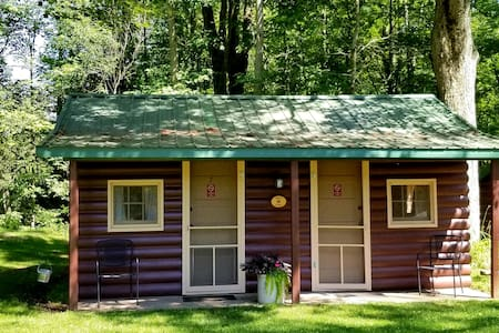 Clean & Private 2 ROOM CABIN, near hiking, biking