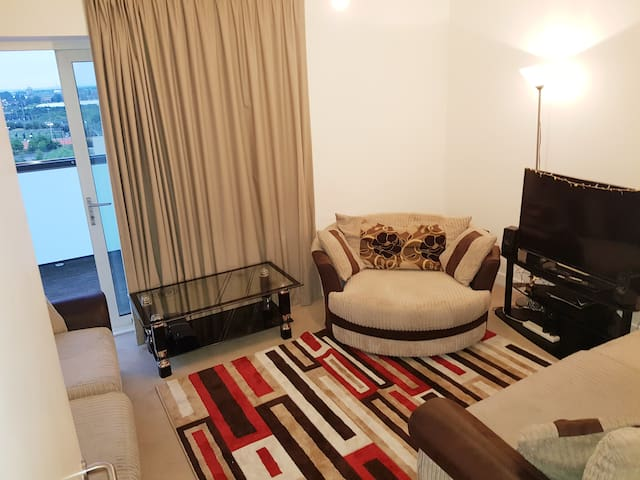 Entire  flat with WIFI near 24hr tube station