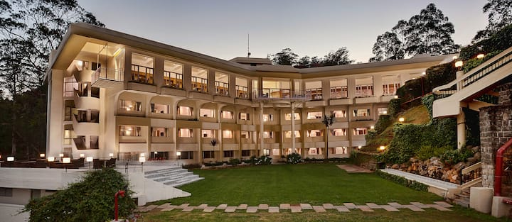 Sinclairs Retreat,Ooty -live nature